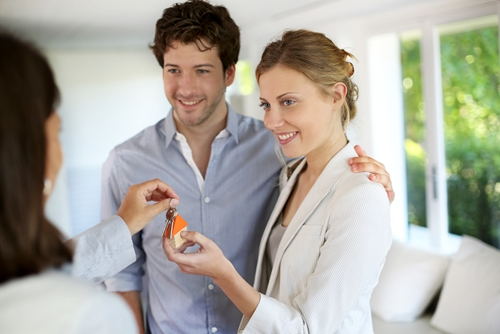 Before you commit to a less-than-perfect place, familiarize yourself with these homebuying deal breakers.